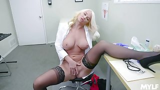 Female doctor finds it very kinky to masturbate at work