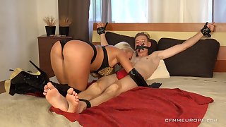 Sexy Daisy Lee is a beautiful mistress that loves punishing men