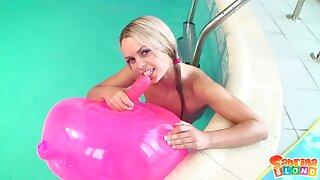 Sabrina Blond - Pool