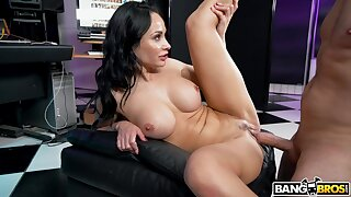 Stacked MILF Crystal Rush owns quite a hot body and she just loves to fuck