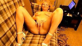 Sexy Russian mature mom masturbate on sofa
