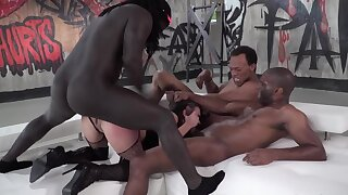 Deviser babe gang fucked roughly by hung black rappers