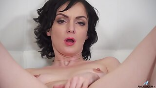 Natural jugs MILF Darla spreads her legs to play fro a dildo